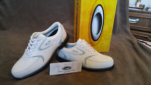 Golf shoes Oakley 10.5 / 9.0 brand new