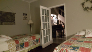 Fully furnished rooms for rent the spring only
