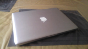 Macbook pro i7/igb/320gb