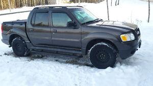 2005 Ford Explorer Sport Trac xlt Pickup Truck 4X4