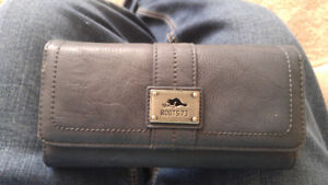 roots hand wallet