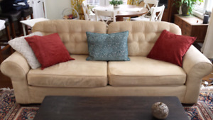Tufted sofa couch like new