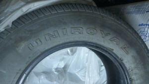 3 pneu tout-terrain 235/70R16 Uniroyal Laredo cross-country