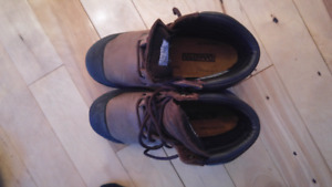 Mens size 7 work boots-new