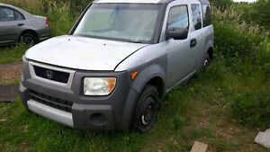 JUNKING 2003 HONDA ELEMENT LOTS GOOD PARTS