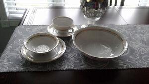 Set de vaisselle blanc àvec ligne or Saguenay Saguenay-Lac-Saint-Jean image 1