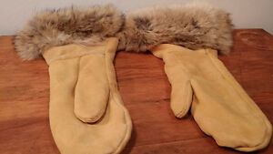 Indian hand made NEW never used coyote gloves FUR good condition