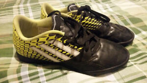 Adidas indoor soccer shoes size 5