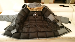 Canadian Goose winter jacket/Large MINT condition. NEW