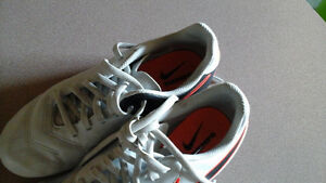 Very good condition size 3.5 Niki soccer cleats