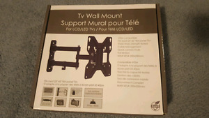 Full swivel TV wall mount up to 42""
