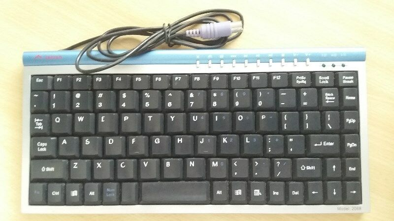 A Small & Slim JETION Key Board Model 2068 - HARDLY USED & FINE Condition