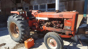 International 656 Tractor ( 65 Horse Power )