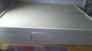 glossy white queen bed with 3 drawer and lots of storage