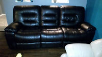 ****BRAND NEW LEATHER COUCH GREAT CONDITION****