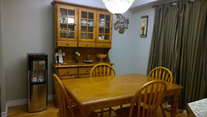Solid Wood Dinning/KitchenTable with 4 Chairs with Hutch Oakville / Halton Region Toronto (GTA) image 1
