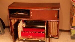Vintage Stereo/Record Player/Wine holder