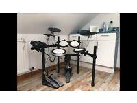 Yamaha DTX 542K Electronic Drum Kit - hardly used/pristine condition
