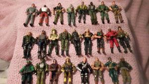 Huge Lot of G.I. Joe Action Figures * 33 total *