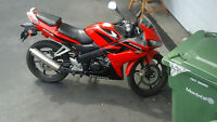 honda cbr 2007 125r got light for it too at night call 438349258