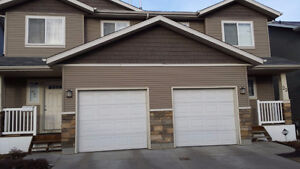 A spacious clean 3 bedrooms townhouse in Clareview - July 1 rent