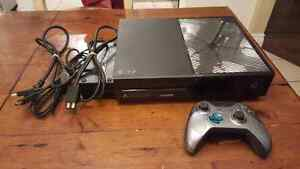 Xbox ONE console + Limited Edition Halo Controller