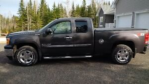GMC SIERRA  EXT CAB ALL TERRAIN 2010 - EXCELLENT CONDITION
