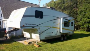 2005 Fleetwood 25foot 5th wheel for sale