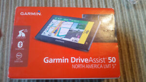 Garmin Drive 50 5-Inch GPS Navigation System with Lifetime Canad