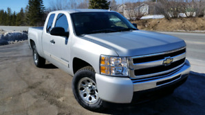 2011 Silverado LT Ext.Cab 4x4 low kms  !