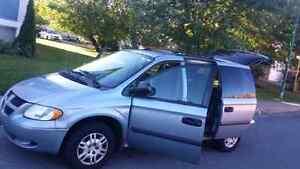 Dodge caravan 2005 ac excellente condition NEGO
