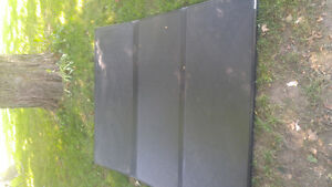 Trifold solid tonneau cover