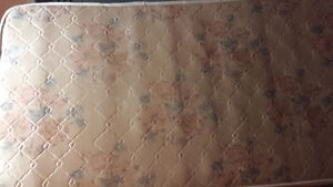 Twin size mattress with box in good condition Kitchener / Waterloo Kitchener Area image 5