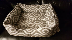 PET BED!! EXCELLENT CONDITION!