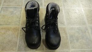 Boys Waterproof High Top Faux Leather Shoes Size 1.5 Strathcona County Edmonton Area image 1