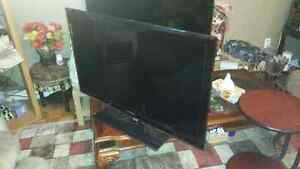 Thin Samsung LED TV for Sale 40 inches excellent condition 350$