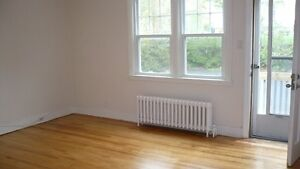 21 Central, 2 bdrm flat,heat,H/Water,4 Applns, Balcony