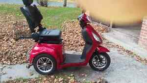 3 Wheel Scooter 350T Emmo 2016 Red  MUST SELL. Peterborough Peterborough Area image 5