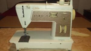 2 MACHINE À COUDRE SINGER TOUCH AND SEW # 758