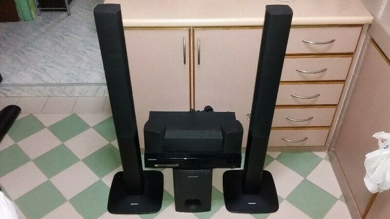 SELLING AS A CD PLAYER FM TUNER STEREO AMPLIFIER WITH SIX SPEAKERS.
