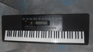 Casio WK245 76-Key Touch Sensitive Keyboard - excellent -mint