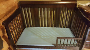 Excellent Used Condition 4 in 1 Convertible Crib