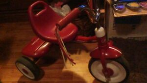LITTLE RED RADIO FLYER TRICYCLE LIKE NEW!!!!!