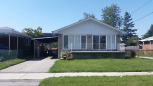 HOUSE FOR RENT $2900 MIDLAND & ST.CLAIR *Ideal for single family