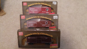 Roundhouse Boxcars Lot of 3 HO Scale Train