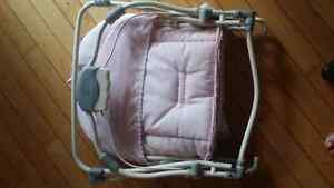 Fold up Graco baby girl seat Kitchener / Waterloo Kitchener Area image 2