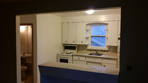 ***CLEAN Bachelor unit for rent-$679 plus Hydro available July 1