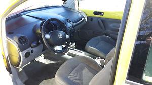 1999 Volkswagon Beetle yellow Hatchback