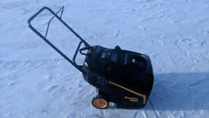 Poulan Snow Thrower -  LIKE NEW - Starts on the first pull