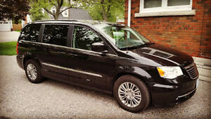 2016 Chrysler Town & Country Touring L w/ Dual DVD